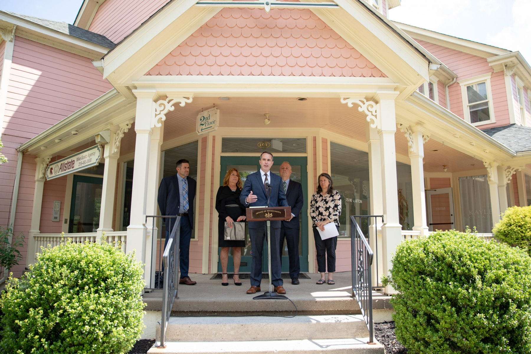 June 10, 2019 −  In front of the former office of Liberation Way in Yardley, an addiction treatment center accused of defrauding patients and health insurance companies, state Senator Steve Santarsiero (D-10), and state Representatives Tina Davis (D141) and Perry Warren (D-31) introduced SB 713 and HB 1018, legislation that would charge fraudulent addiction treatment facilities in Pennsylvania with a felony at the state level.