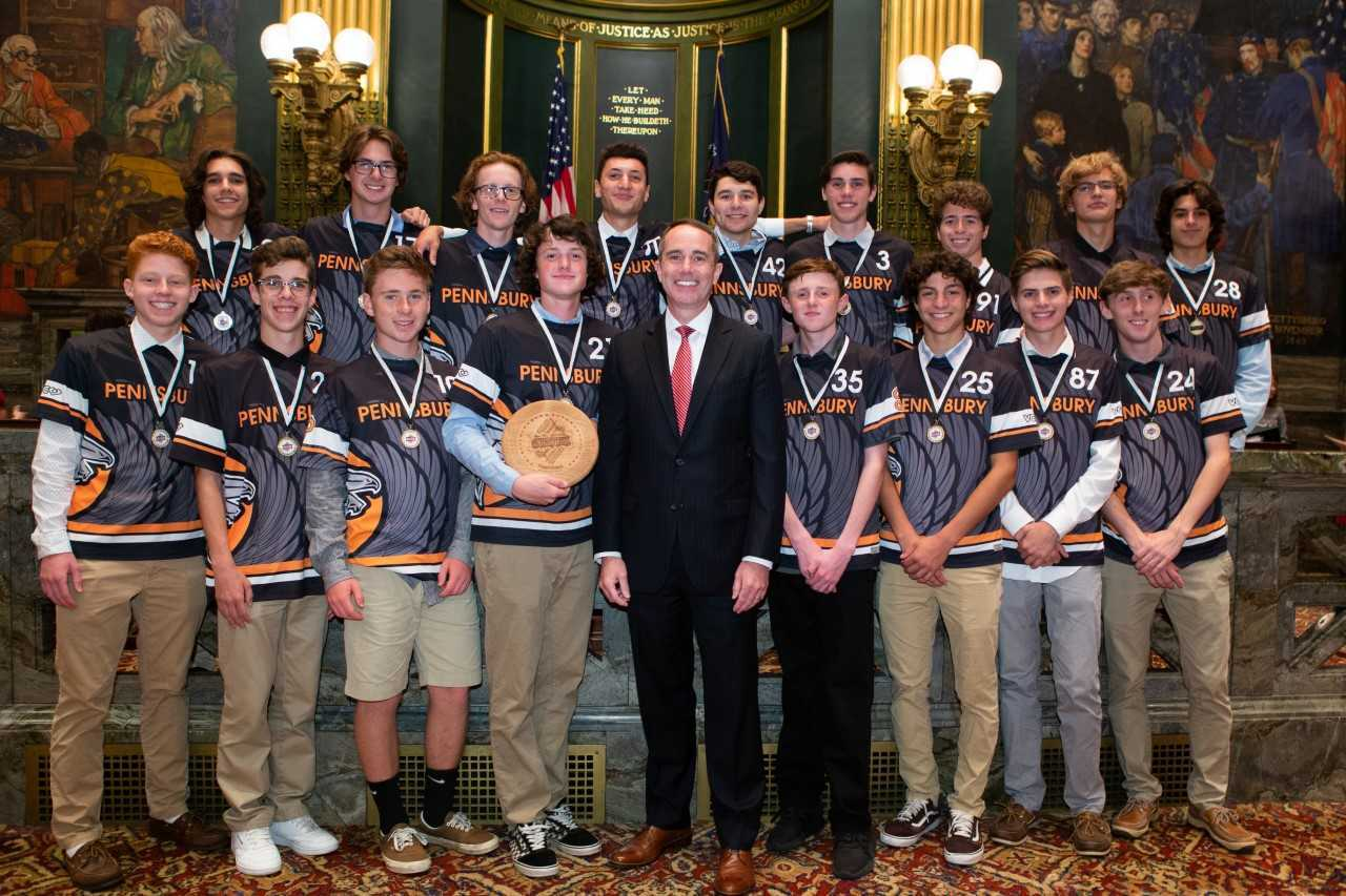 June 18, 2019: Senator Santarsiero with the Pennsbury High School Boys Ultimate Frisbee Team.