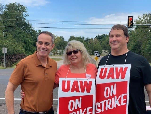 September 16, 2019: Senator Santarsiero with striking UAW members in Falls Township